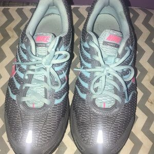 Size 9 Nike Air sneakers